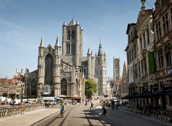Paseo en barca por Gante, tour a pie por el centro y excursión desde Bruselas.
